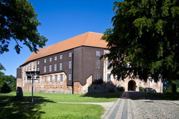 Koldinghus – her set fra Staldgården – badet i smuk solskin. Alle fotos: Lars Pryds